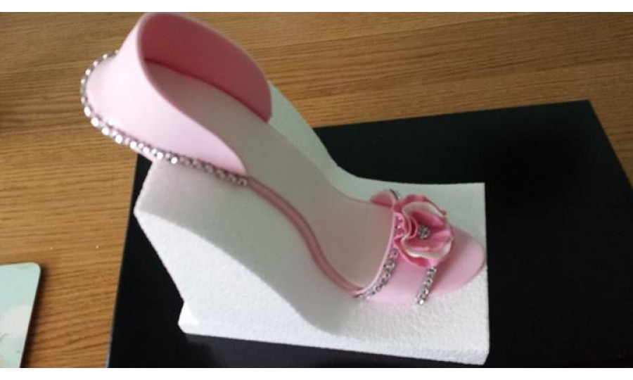 fondant high heel shoe kit for cake decoration and cake